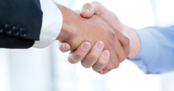 handen schudden samenwerken
