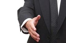 zakenman-uitgestoken-hand-deal-kennismaken